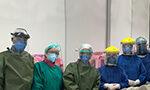Os profissionais de saúde enfrentam a COVID-19 nos hospitais e expõe a própria vida para cuidar dos doentes